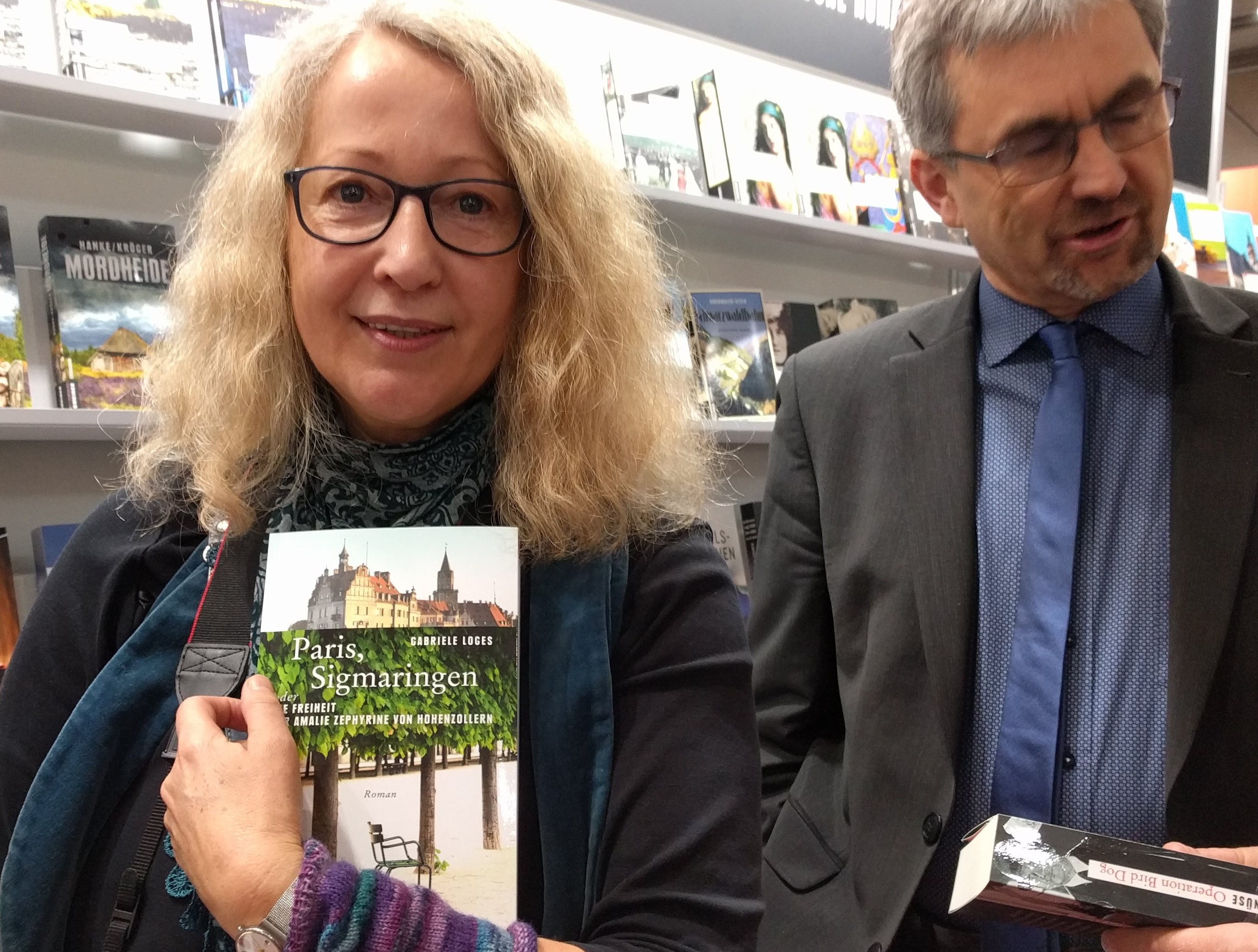 """©e_mager - Gabriele Loges mit: """"Paris, Sigmaringen"""" und Verleger Armin Gmeiner"""